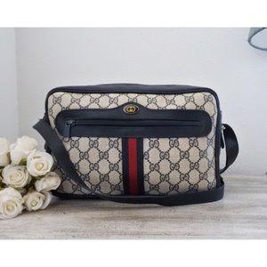 ⇩ Gucci Ophidia GG Monogram Camera Bag